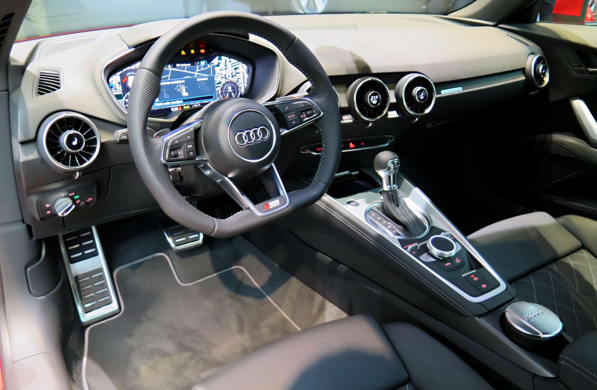 2014-Weltpremiere-Audi-TT-Coupe-2.0-TFSI-quattro-S-tronic-169-kW-Tangorot-virtual-cockpit-Interieur-Innenraum