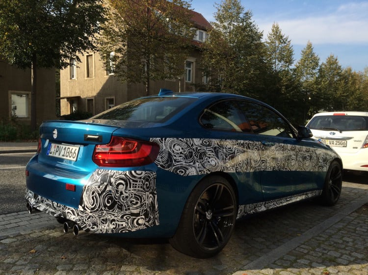 bmw-m2-long-blue-beach-color4-750x562