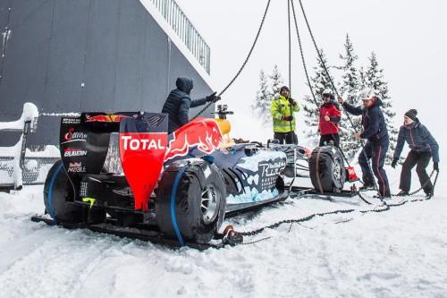 RedBull Racing mit Formel 1 Rennwagen in Kitzbühel auf der Piste