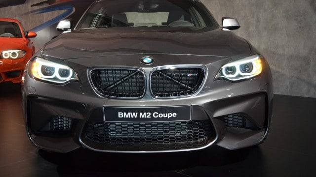 BMW-M2-Mineralgrau-F87-Mineral-Grey-03