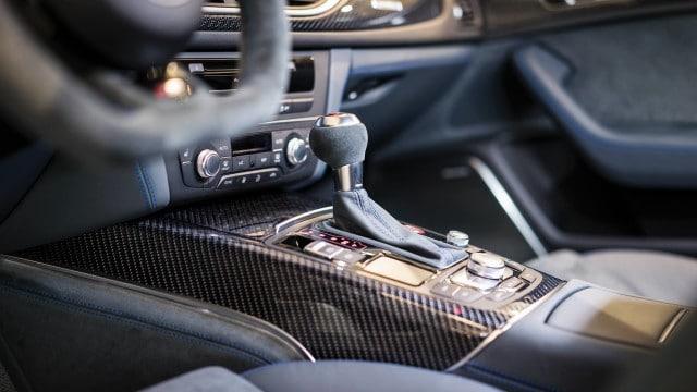 Audi_RS6_Exclusive_Interior_Schaltknauf