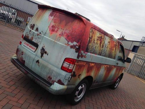 VW Transporter im Rost Look
