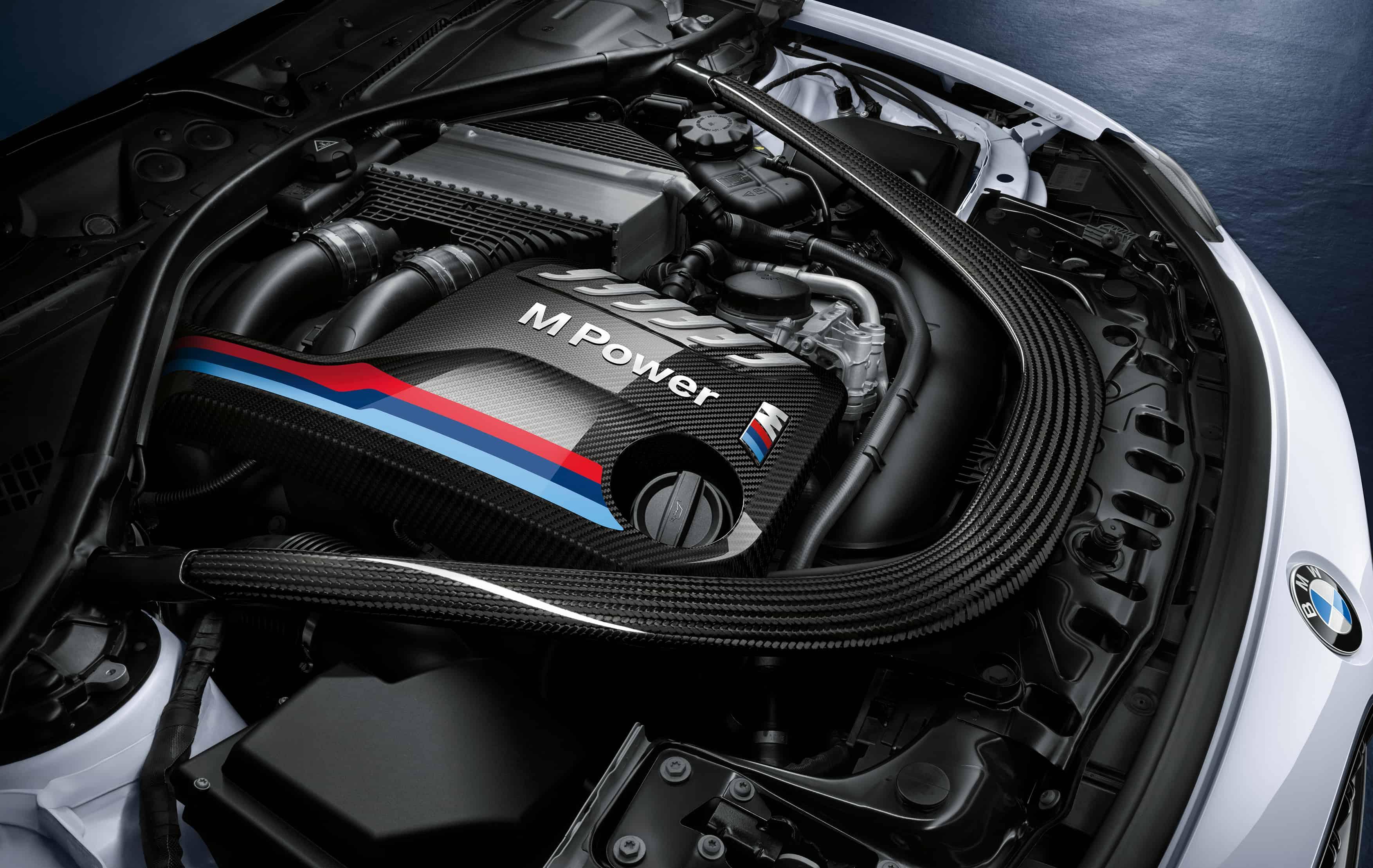 BMW M4 Coupe Performance Zubehör - Carbon Motorabdeckung