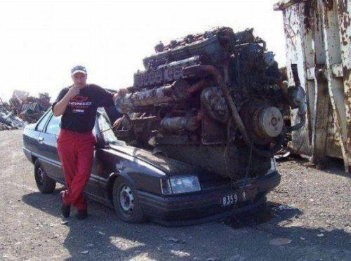 Motorblock: Kleinwagen mit großem Motor