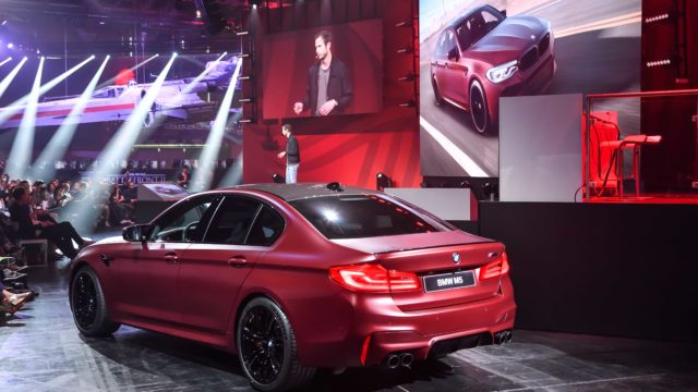 BMW_M5_F90P90274534_highRes_world-premiere-of-th