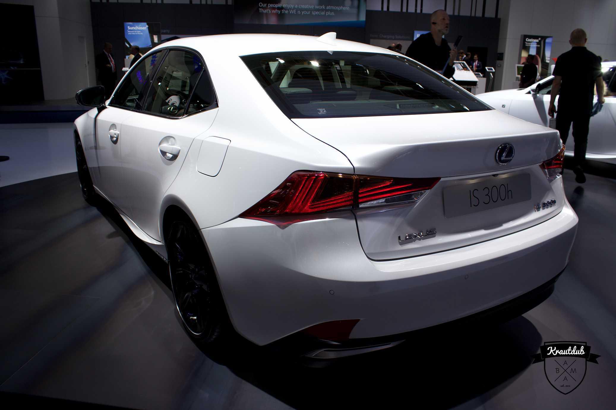 Lexus IS 300h - IAA 2017