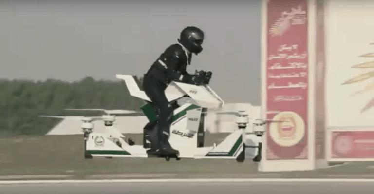 Polizei in Dubai mit Hoverbike unterwegs