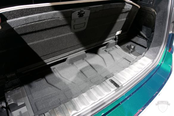 Stauraum unter dem Kofferraum