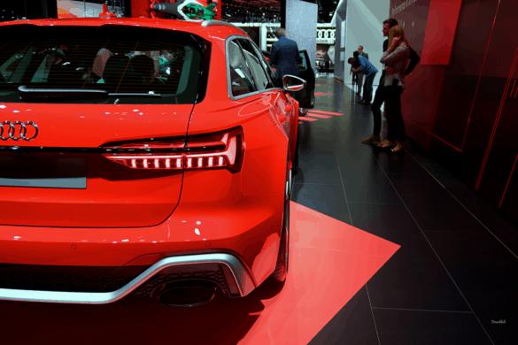 Audi RS6 Heck Exterior / Außenansicht & Seitenansicht mit breiten Kotflügeln
