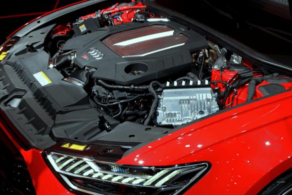 Audi RS6 C8 Motorrraum & V8-Motor