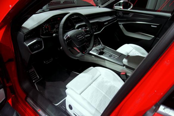 Audi RS6 C8 Innenraum / Interior - Lenkrad, Cockpit & Fahrer-Beifahrersitz