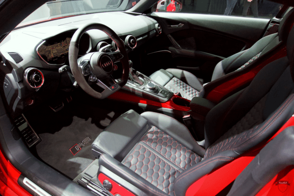 Audi TTRS Innenraum / Interior - Lenkrad, Cockpit & Fahrer-Beifahrersitz