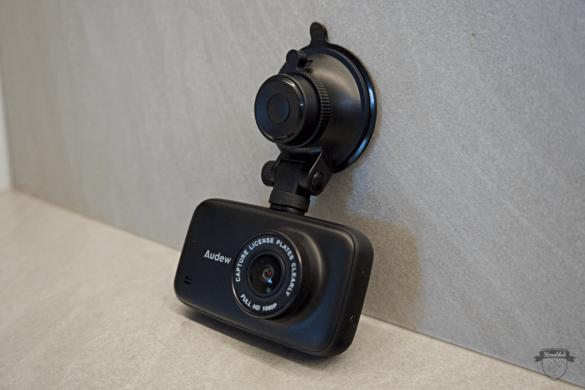 Audew HD Dashcam mit Saugnapf für die Windschutzscheibe